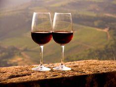 dos copas de vino, un buen paisaje y una casa de intercambio en la Toscana. ¿Hay mejor plan para unas vacaciones románticas? #viajar