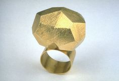 Klaus Bürgel. Untitled (ring) | 2001 | Gold 750 | 32 x 23 x 44 mm