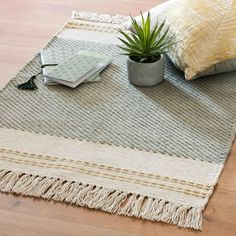 Ecru and Green Embroidered Cotton Rug on Maisons du Monde. White Carpet, White Rug, White Area Rug, Comedor Office, Tapis Design, Rug Texture, Furnished Apartment, Hemp Fabric, Striped Rug