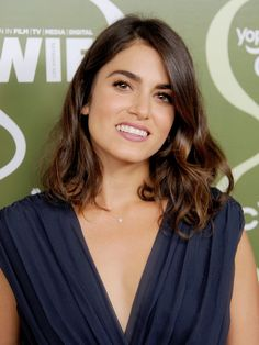 Nikki Reed's simple makeup and curled lob were part of the ideal laid-back look for the Variety pre-Emmy party. Nikki Reed, Curl Lob, Red Carpet Hair, Bonnie Wright, Sleek Ponytail, Photo Makeup, Beauty Photos, Timeless Beauty, Simple Makeup