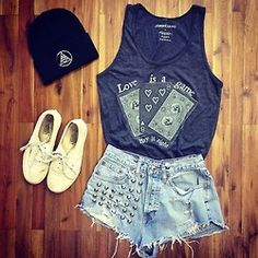 Wondering what to wear? Find outfit ideas, shopping, and street style inspiration to help you get dressed for work, dates, parties and more! Hipster Fashion, Teen Fashion, Fashion Outfits, Womens Fashion, Fashion Sets, Jean Court, Hipster Stil, Mode Jeans, Favim