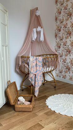Baby Girl Nurseries, Girl Nursery Themes, Baby Boy Rooms, Baby Bedroom, Baby Bedding, Baby Cribs, Nursery Ideas, Nursery Decor, Vintage Nursery Girl