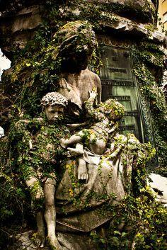 Amazing, haunting, gorgeous breastfeeding statue. Cementerio de la Recoleta, Buenos Aires, Argentina