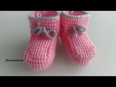 Easy Baby Boot with Tunisian Technique - Babykleidung Knitted Baby Clothes, Crochet Baby Shoes, Crochet Slippers, Knit Crochet, Baby Slippers, Baby Boots, Knit Fashion, Beautiful Models, Baby Knitting