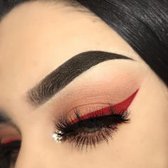 Red wing nude eyeshadow and  glitter in the eye corner