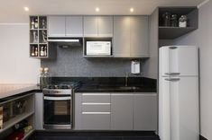 The Best of Little Apartment Kitchen Decor - Home of Pondo - Home Design Kitchen Room Design, Interior Design Kitchen, Kitchen Decor, Kitchen Modern, Vintage Kitchen, Appartement Design, Apartment Interior Design, Cuisines Design, Apartment Kitchen