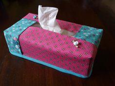 Een tijdje geleden maakte ik een zakdoekenhoesje met een slimme manier van gebruik van stofjes, met groots effect. Dezelfde tru...