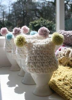 egg cosies - free crochet pattern :: # One Churchill's Green Crochet Egg Cozy, Easter Crochet, Crochet Home, Crochet Crafts, Free Crochet, Knit Crochet, Crochet Motifs, Crochet Patterns, Knitting Projects
