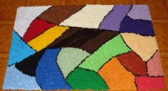 tapetes artesanais colorido                                                                                                                                                                                 Mais Latch Hook Rugs, Embroidery Stitches Tutorial, Chicken Scratch, Bargello, Loom Weaving, Persian Carpet, Rug Hooking, Rugs On Carpet, Rag Rugs