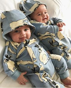 It's impossible not to smile looking at these babes in Mini Rodini's Rabbit onesie, online now! Cute Baby Twins, Twin Baby Boys, Twin Babies, Adorable Babies, Baby Boy Fashion, Kids Fashion, Cute Baby Pictures, Baby Kind, Stylish Kids