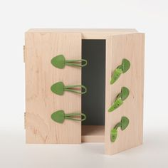 Korean designer Dong-Yeop Han has created a cabinet closed by the toggles from a duffle-coat in a n effort to keep your belongings warm and cozy.