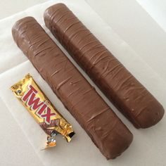 giant twix bar recipe by Ann Reardon (aka How To Cook That) Twix Chocolate, Giant Chocolate, Chocolate Lovers, Chocolate Desserts, Giant Twix Bar, Giant Candy Bars, Giant Sweets, Giant Food, Big Food