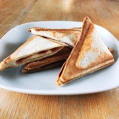 涼しくなってきたので今日の朝ごはんはハム&チーズのホットサンド  #ホットサンド ##朝ごはん #朝ごパン #ハムチーズサンド #ハム #チーズ #cheese #hotsand #breakfast #cooking #cuisine #cookingram #クッキングラム #inmykitchen  #homemade #デリスタグラマー#おうちごはん #料理日記 #instalike #foodie #foodpics #instafood #早餐 #foodlover #bread #foodporn #delicious #instagood #tasty