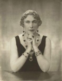 La Reina Victoria Eugenia con el collar de esmeraldas