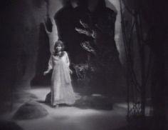 224-dark-shadows-dream-sequence-maggie.jpg (500×386)