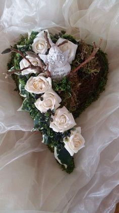 Trauerfloristik, Grabgesteck, Grabaufleger Funeral Flower Arrangements, Funeral Flowers, Sympathy Flowers, How To Preserve Flowers, Centre Pieces, Flower Bouquet Wedding, Ikebana, Flower Designs, Diy And Crafts