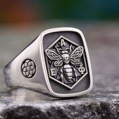 Design your own custom signet ring, coat of arms ring or family crest ring. Our expert design team will help you create the perfect ring. Mens Silver Jewelry, Mens Gold Rings, Rings For Men, Silver Rings, Family Crest Rings, Family Ring, Fashion Watches, Fashion Rings, Custom Signet Ring