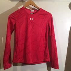 Under armor long sleeve shirt ❤️ Used but in great condition - youth large Under Armour Tops