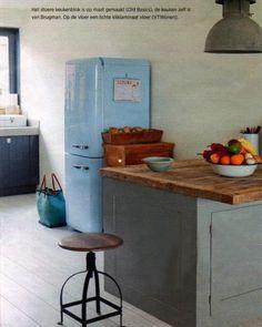 Gezien in Wonen-special van de Telegraaf:  Stoer brocante keukeneiland van Old BASICS. Dit meubel is op maat gemaakt en heeft naast handige opbergruimte voor de keuken ook een gezellige bartafel!  Ben je ook op zoek naar een uniek en stoer keukenmeubel? Bij Old BASICS hebben ze unieke oude meubels die leuk zijn in keuken en badkamer, en maken stoere meubels geheel naar wens op maat maken! (Webshop & loods van 750 m2) www.old-basics.nl Kitchen Kit, Vintage Industrial, Me Time, Home Kitchens, Sweet Home, Dining, Table, Inspiration, Feels