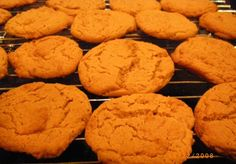 Gingernut Biscuits- golden syrup -Quick easy recipe, very crumbly mixture, cook to golden brown only) Dutch Recipes, Irish Recipes, Sweet Recipes, Scottish Recipes, Ginger Nut Biscuits, Ginger Cookies, Easy Biscuit Recipe, Biscuit Cookies, Sweet Bread