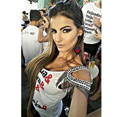 ✈💥💃 A make maravilhosa de sempre da MELHOR 💄 @daletetoledomakeup, cílios da 💁 @penelopescilios. O abadá escolhi o modelo e foi customizado pela @ellisatelier ________________________________________ #feijoadadobahrem #bahremcervejaria #bahremcervejaria #bahrem7anos #bahremprivilege #bahrempecuaria #oaviaochegou #overposting #overpost #ootd #makeup #makeupbrazil #maccosmetics #samerkhouzami #eyelash #cilios #ciliosdeboneca #abadacustomizado #abada #customizacao #festa #dye #party #pa...