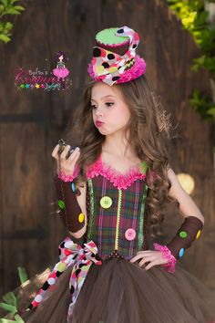 Mad Hatter coordinating arm sleeves by SofiasCoutureDesigns Creepy Doll Costume, Cute Costumes, Girl Costumes, Costumes Kids, Halloween Costumes, Mad Hatter Girl, Mad Hatter Costume Kids, Christmas Party Outfits, Christmas Costumes