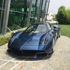 Pagani Huayra Roadster made out of Blue & Gray carbon fiber w/ Blue accents  Photo taken by: @pfaffpagani on Instagram