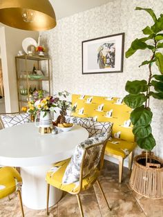 This bold New Jersey home shows how to add loads of personality to a new build. Tiny Dining Rooms, Dining Nook, Dining Sets, Home Decor Wall Art, Room Decor, Home Depot Paint, Laundry Room Wallpaper, Building A House, Build House