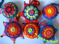 Colorful little pinwheels pillows with step-by-step picture instructions.