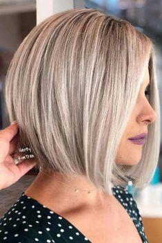 """It can not be repeated enough, bob is one of the most versatile looks ever. We wear with style the French """"bob"""", a classic that gives your appearance a little je-ne-sais-quoi. Here is """"bob"""" Despite its unpretentious… Continue Reading → Bob Hairstyles For Fine Hair, Short Bob Haircuts, Haircuts With Bangs, Trending Hairstyles, Edgy Hairstyles, Medium Hair Styles, Curly Hair Styles, Blonde Bob Haircut, Pixie Haircut"""