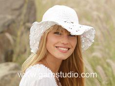 Crochet DROPS hat with fan pattern in Muskat. Free pattern by DROPS Design.