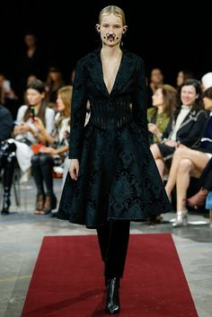 Givenchy Fall 2015 Ready-to-Wear Collection Photos - Vogue