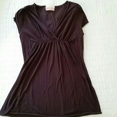Brown Anthro Cap Sleeve Top Ruching under the bust. No damage. Really flattering v-neck. 95% cotton 5% lycra. Machine wash. Fits xs-s. Ben and lucia brand. Anthropologie Tops