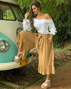 Looking cute wearing beautiful off-shoulder top with trouser Fashion Wear, Teen Fashion, Runway Fashion, Womens Fashion, Chic Outfits, Spring Outfits, Bras For Backless Dresses, Formal Men Outfit, Trouser Outfits