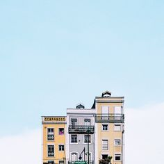 Lonely Houses in Portugal Beautiful Architecture, Beautiful Buildings, Beautiful Landscapes, Architecture Design, Architecture Geometric, Cabana, Minimal Photography, Cute House, Building Art