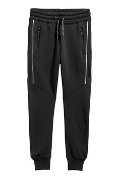 Joggers in sweatshirt fabric. Elasticized drawstring waistband, side pockets, and tapered legs with ribbed hems. Mens Capri Pants, Track Pants Mens, Mens Jogger Pants, Sport Pants, Swag Outfits Men, Sporty Outfits, Sporty Fashion, Mod Fashion, Sporty Chic