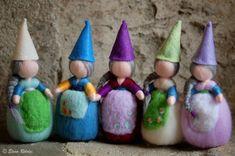 Deliziosa gnometta in lana fiaba unica nel suo genere, realizzata interamente a mano con cura e amore secondo i principi della pedagogia