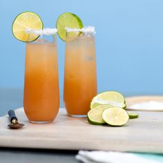 Say goodbye to screwdrivers, you've just found your new favorite brunch cocktail. It doesn't get much better than this perfect blend of vodka and grapefruit juice. Sangria Recipes, Margarita Recipes, Punch Recipes, Drink Recipes, Cocktail Recipes, Alcohol Recipes, Spiked Lemonade, Lavender Lemonade, Easy Cocktails