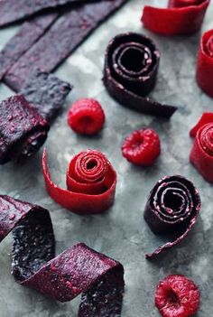 Recipe: Fruit leather: Healthy snack made from 2 ingredients BRIGITTE.de Recipe: Fruit leather: Healthy snack made from 2 ingredients BRIGITTE. Raw Food Recipes, Sweet Recipes, Snack Recipes, Dessert Recipes, Paleo Dessert, Vegan Sweets, Healthy Sweets, Healthy Snacks, Desserts Sains