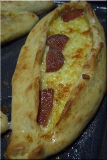 Only Turkish Food: Turkish Pide with Cheese/Meat Filling ceymer 26 Turkish Recipes, Greek Recipes, Arabian Food, Exotic Food, Middle Eastern Recipes, Mediterranean Recipes, International Recipes, Love Food, Foodies