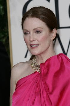 Julianne Moore - love that hair!
