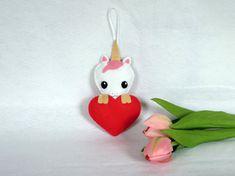 Licorne kawaii, peluche a suspendre, par IbelieveIcanfil - Kawaii unicorn, felt, handmade