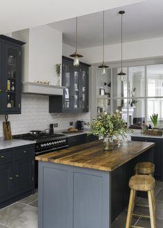41 New Ideas Dark Wood Kitchen Cabinets Makeover Granite Countertops Dark Wood Kitchen Cabinets, Dark Wood Kitchens, Kitchen Countertops, Cool Kitchens, Kitchen Wood, Kitchen Island, Country Kitchen, Kitchen Black, Kitchen Modern