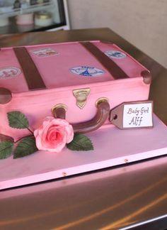 pink suitcase cake! #fondantcakes #dubaicakes #suitecasecake ...