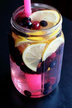 Lemon Berry Fat Flush Spa Water: 1/2 cup blueberries (fresh or frozen), 1/2 cup raspberries (fresh or frozen), 1 lemon (sliced) and 3 cups water (purified)