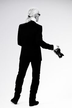 #KarlLagerfield and his camera.