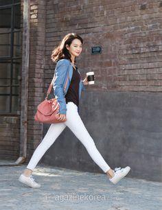 Shin Min Ah so casual :D Girl Photo Poses, Girl Poses, Korean Girl, Asian Girl, Choi Jin, Korean Celebrities, Korean Model, Korean Actresses, Office Outfits