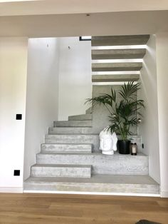 Home Decorating Tips On A Budget Home Stairs Design, Interior Stairs, Dream Home Design, Home Interior Design, Modern Stairs Design, Concrete Stairs, Stairs Architecture, Bungalow House Design, House Stairs