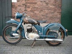 British Motorcycles, Vintage Motorcycles, Cars And Motorcycles, Classic Bikes, Motorbikes, Planes, Trains, Transportation, Wheels
