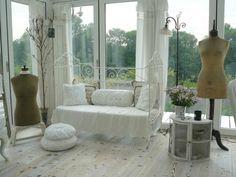 wohnzimmer gestalten shabby chic lila akzente blumen | schönes für, Wohnzimmer